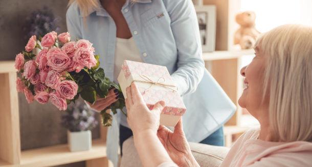 Les meilleures idées cadeaux pour gâter votre mamie à la fête des grands-mères