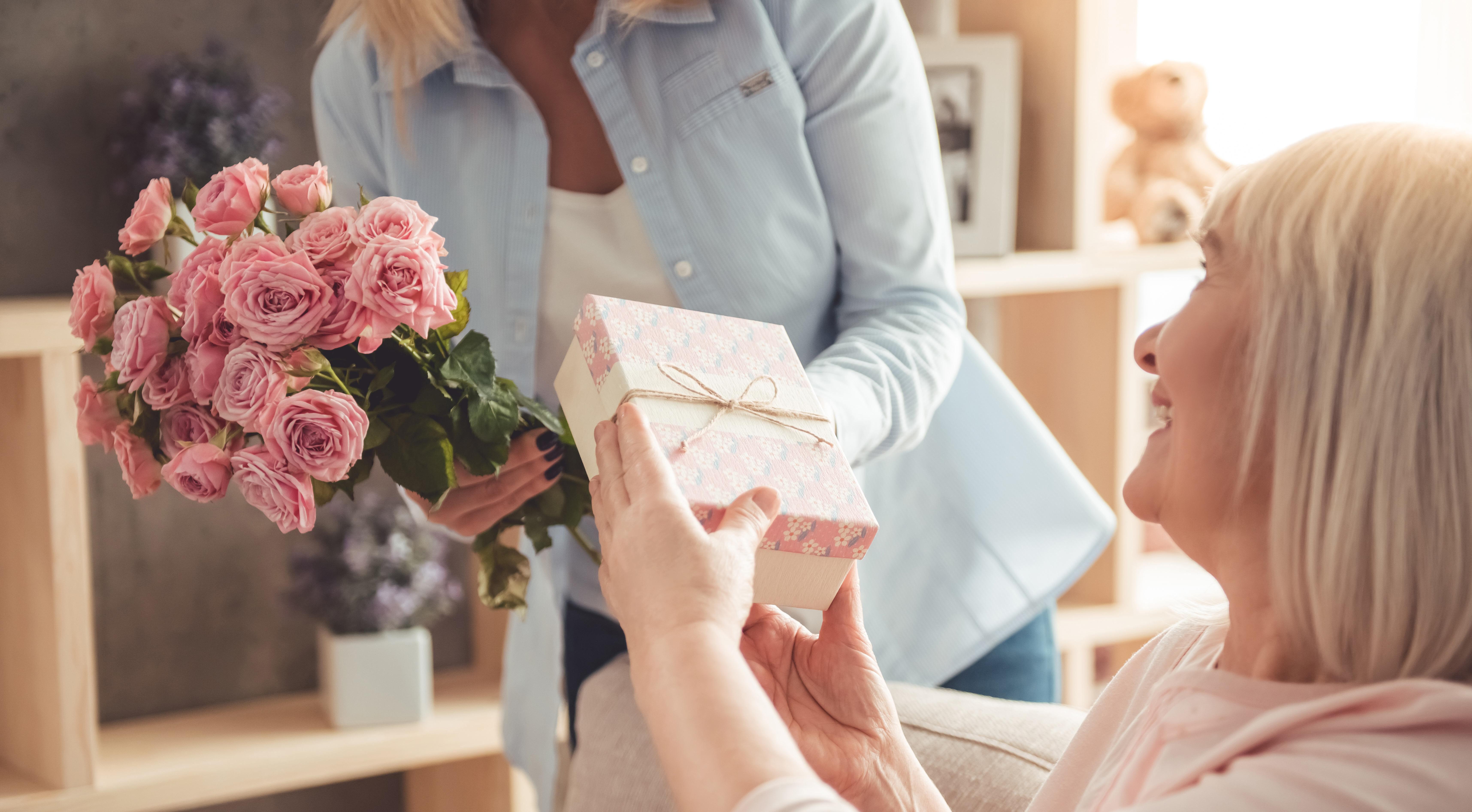 les meilleures id es cadeaux pour votre mamie la f te. Black Bedroom Furniture Sets. Home Design Ideas