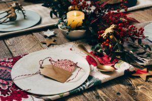 table de noel avec cadeaux
