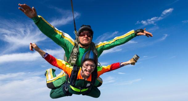 En quête d'émotions fortes ? Tentez le saut en parachute !