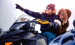randonnée motoneige en couple