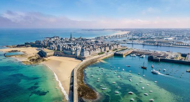 Zoom sur la Bretagne et ses lieux incontournables lors de vacances dans la région