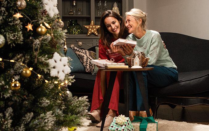 Bambini Che Scartano I Regali Di Natale.Idee Regalo Originali Di Natale 2019 Per Lei Smartbox