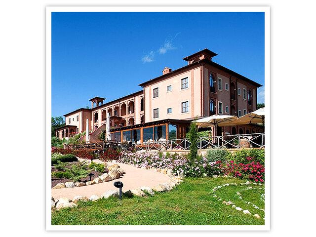Due notti con colazione presso il Saturnia Tuscany Hotel     e due accessi 2fb6fc48909