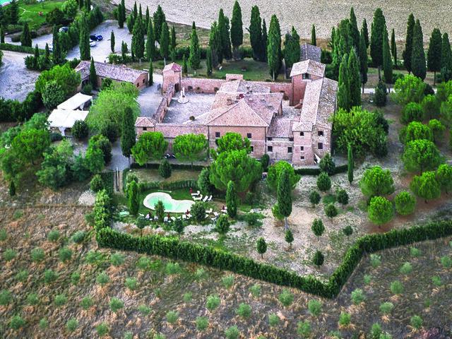 Castello di Leonina Relais**** - Notti e delizie - Soggiorni ...