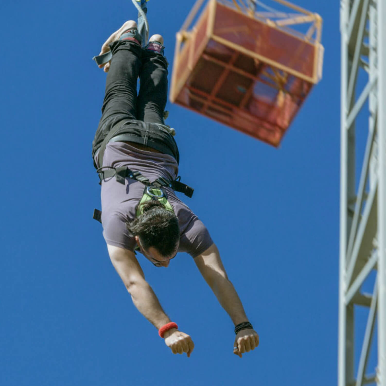 1 salto de bungee en tándem y 2 saltos individuales para dos en Girona