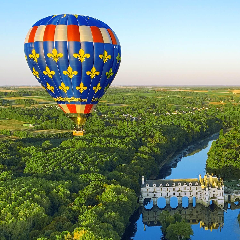 Vol magnifique en montgolfière de 1h avec pause gourmande pour 2 personnes