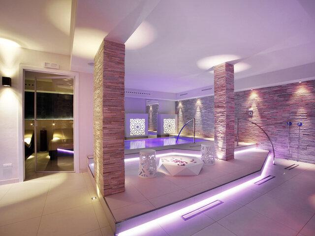 Hotel Parigi 2*** - Soggiorno e percorso relax - Soggiorni ...